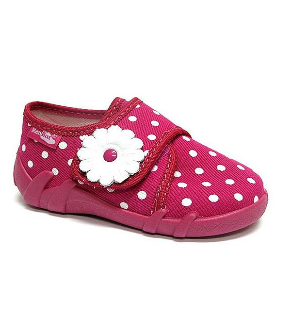 Pink polka dots shoes for a toddler girl
